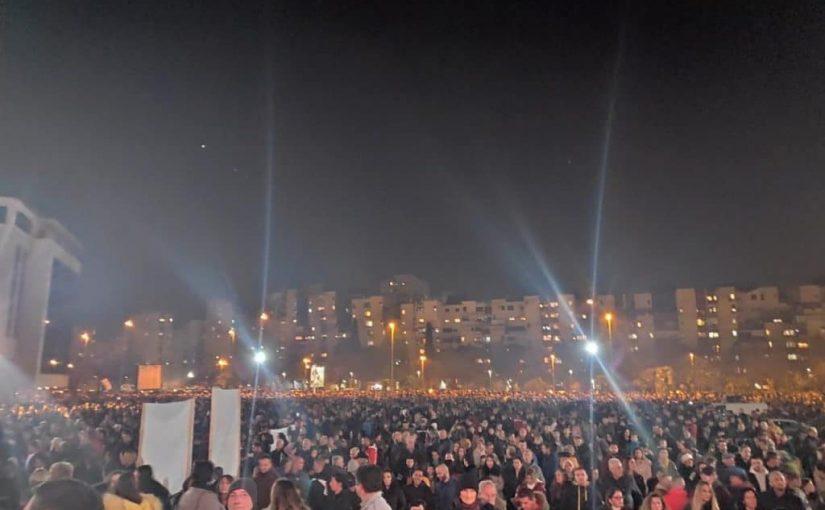 Plus de 50 000 fidèles en procession au Monténégro (Podgorica)